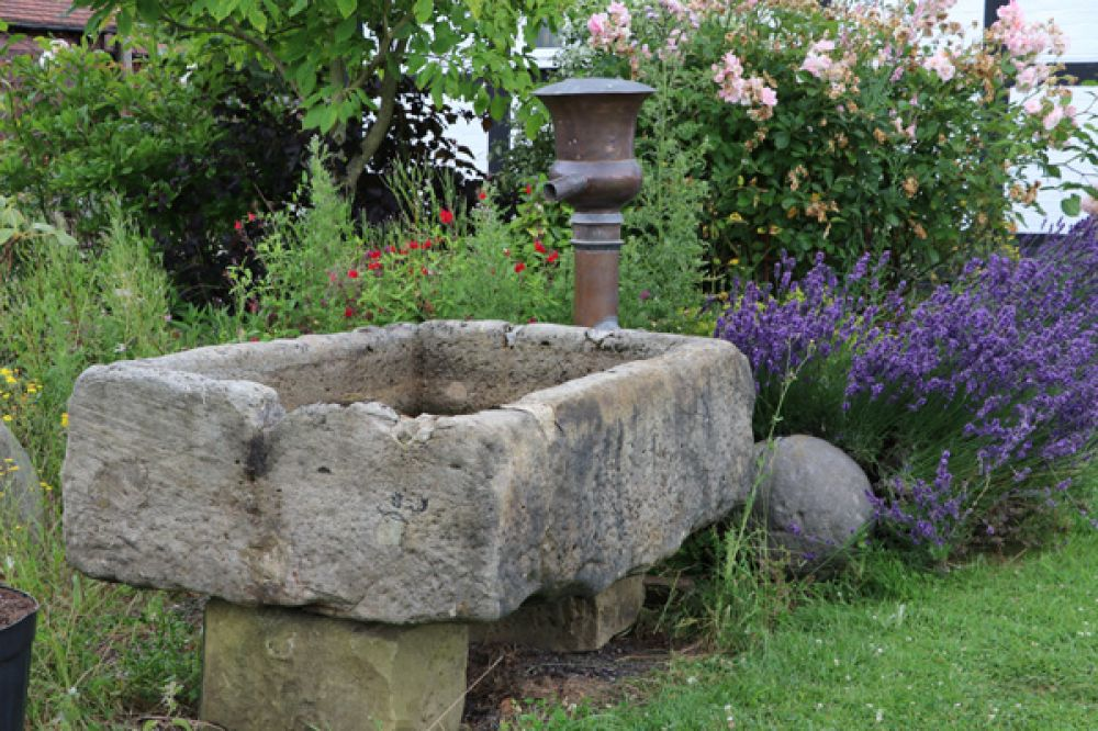 Low and Wide Raised Sandstone Trough (Stk No.3548)