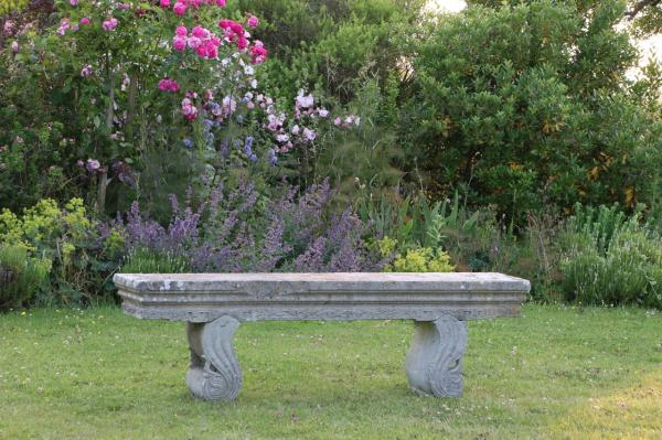 Decorative Solid Stone Seat with Curved Fitted Supports (Stk No.3874)