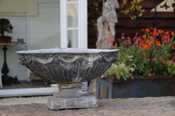 Single Oval Lead Urn - Stk No.3893